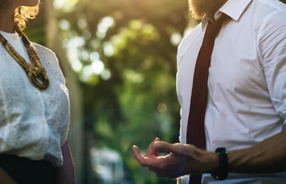 異性と会話が続かない人の5つの特徴とは